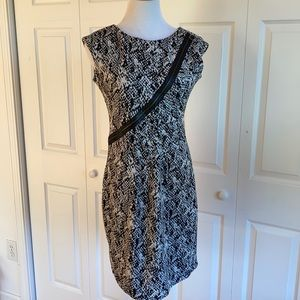 Taylor Black & White Dress with Faux Front Zipper Size 8